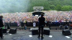The Vaccines with Crowd