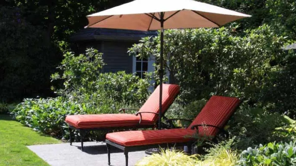 how-to-store-patio-umbrellas