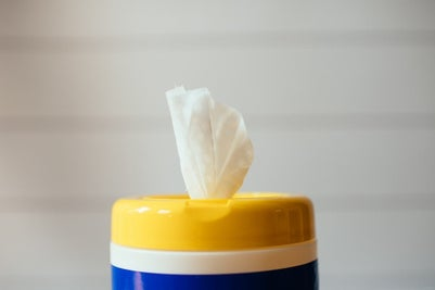 antibacterial wipes for cleaning face shields