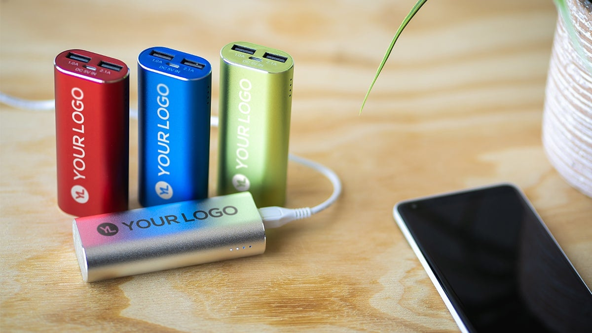 how-to-use-a-power-bank-2